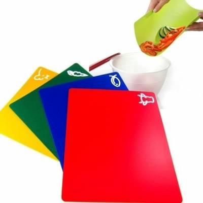 Набор из 4 кухонных разделочных гибких досок 33х27 см. цветные