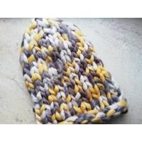 Модна шапка з вовни мериноса велика в'язка трьохколірна жовтий сірий кремовий