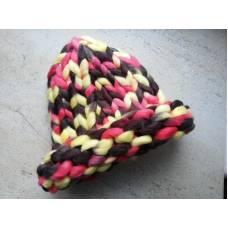 Шапка из шерсти мериноса хельсинки крупная вязка трехцветная желтый коричневый розовый
