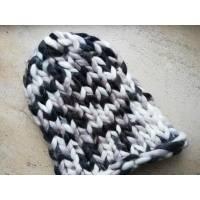 Модна шапка з вовни мериноса велика в'язка трьохколірна сірий білий чорний