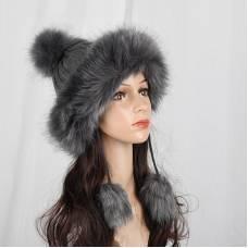 Жіноча вязана шапка в стилі лисиці