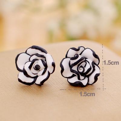 Женские сережки белые цветы с черной каймой