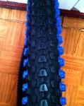 Велопокрышка Hengqi черно синяя 26х2.125 Small Block Eight